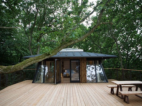 The top floor of the Nordic treehouse, a great and luxurious experience to rejuvenate during your adventure wedding abroad.