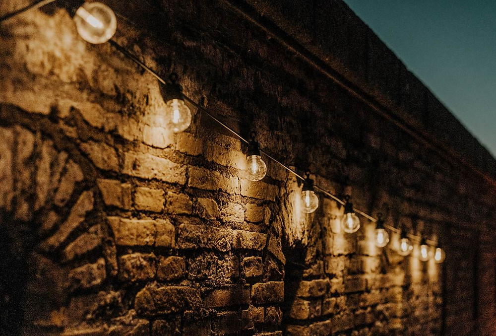 A wall decorated by bulbs