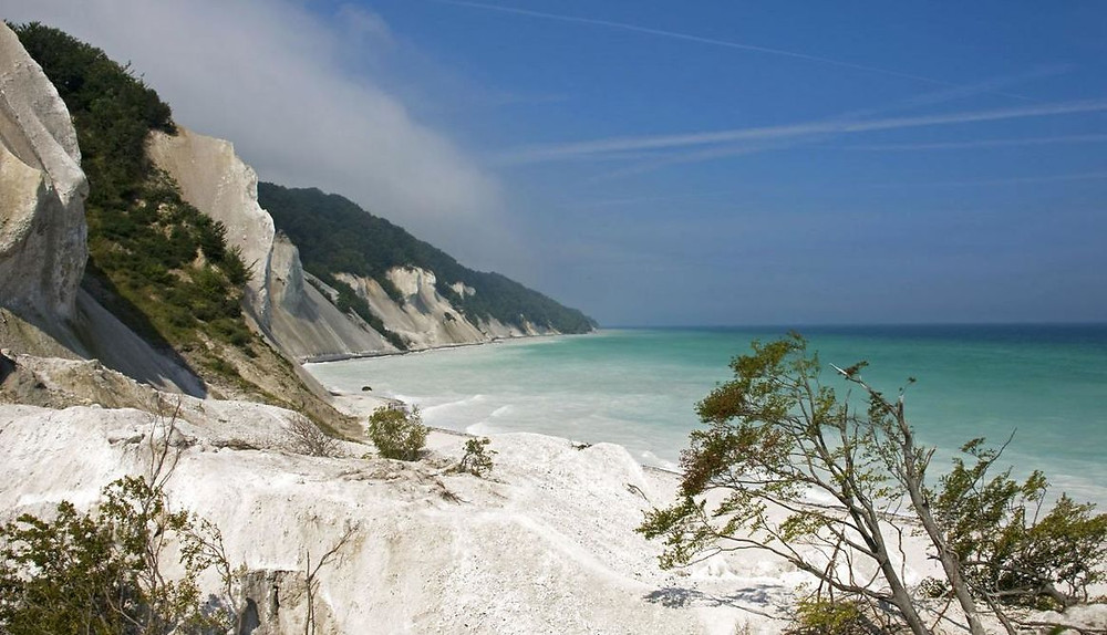 white-cliffs-around-blue-sea
