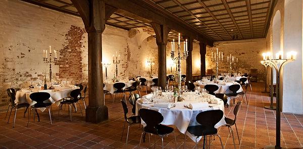 Castle wedding venue banquet set-up at Hamlet's Castle.