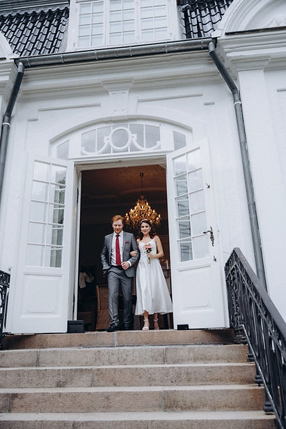 A couple  in front of the Vindeholme Castle, a lovely castle to get married in Denmark