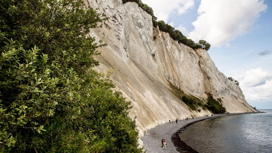 The sea and chalk cliffs at Møn Island, a stunning destination for elopements abroad to Denmark.