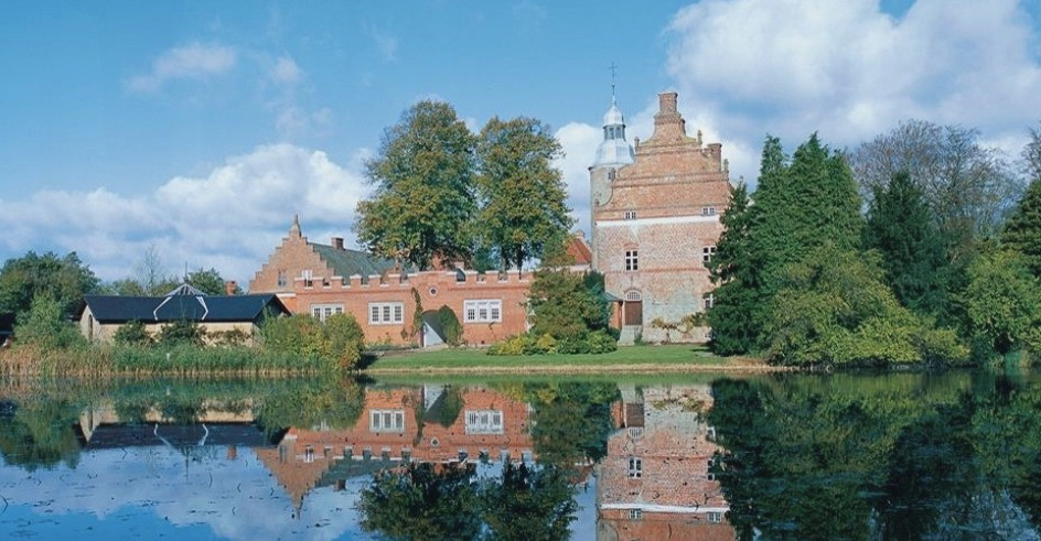 Broholm castle is a great destination amongst couples that want to elope abroad, experience a castle in the wedding, and feel like royalty.