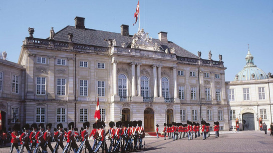 Quards in the front of the main residence of Danish queen.