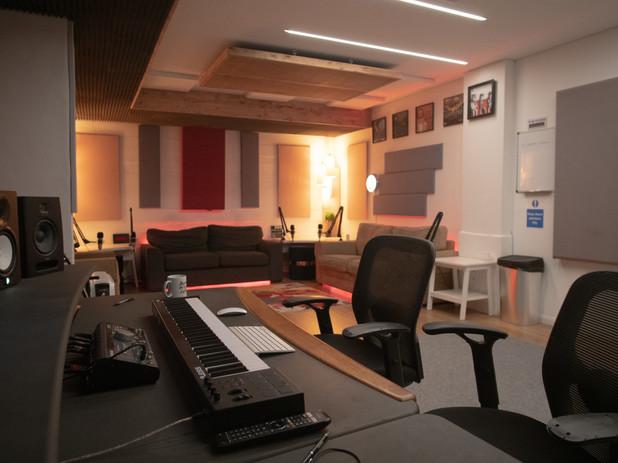 Studio B Workstation