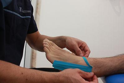 Fisioterapia Lisboa Parque das Nações Kinesio tape entorse tornozelo tibio-társica bandas neuromusclares