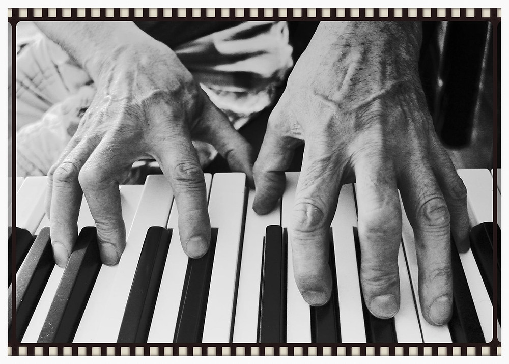 si-hands1.jpg 2014-11-14-13:6:13