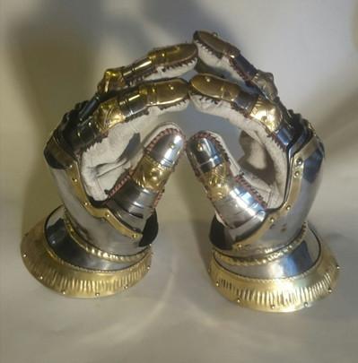 Hourglass Gauntlets