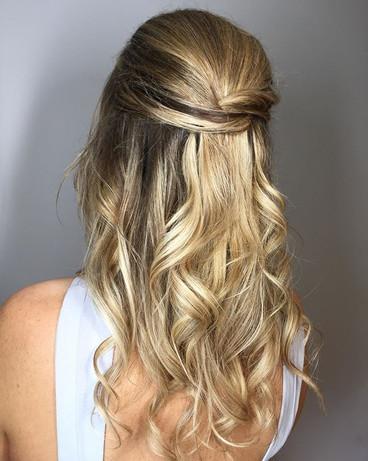 Bridesmaids hair by me 🙋🏽♀️ . . . #su