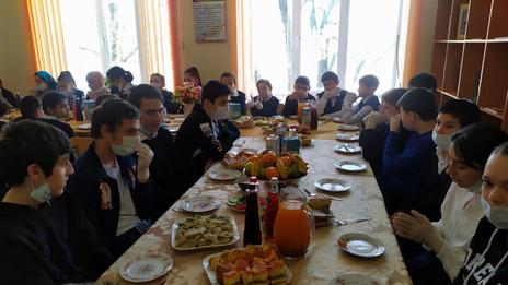 Заур Аскендеров организовал новогодний праздник для детей в Буйнакском районе