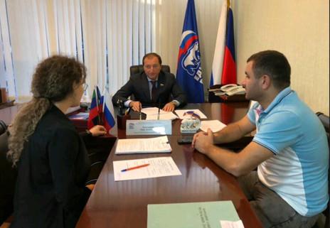 Заур Аскендеров в ходе приёма граждан обсудил благоустройство Махачкалы и проблемы аварийного жилищн