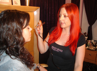 What is the difference between Airbrush Makeup and regular makeup? By Miami Makeup Artist Amy Palma