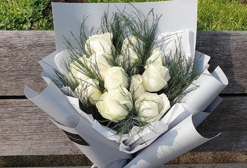 (R09) White Roses