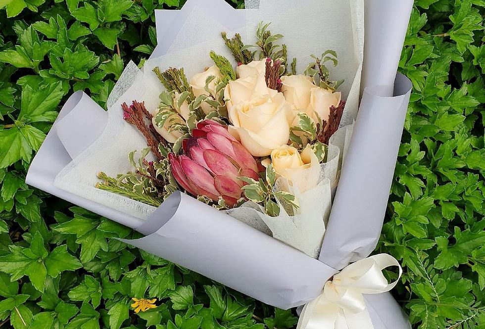 Protea Cynaroides & Roses