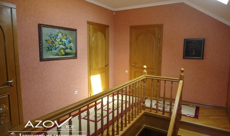 Продаётся дом премиум-класса общей площадью 205,7 м2 на участке 13,28 сот. в г.Славянске-на-Кубани