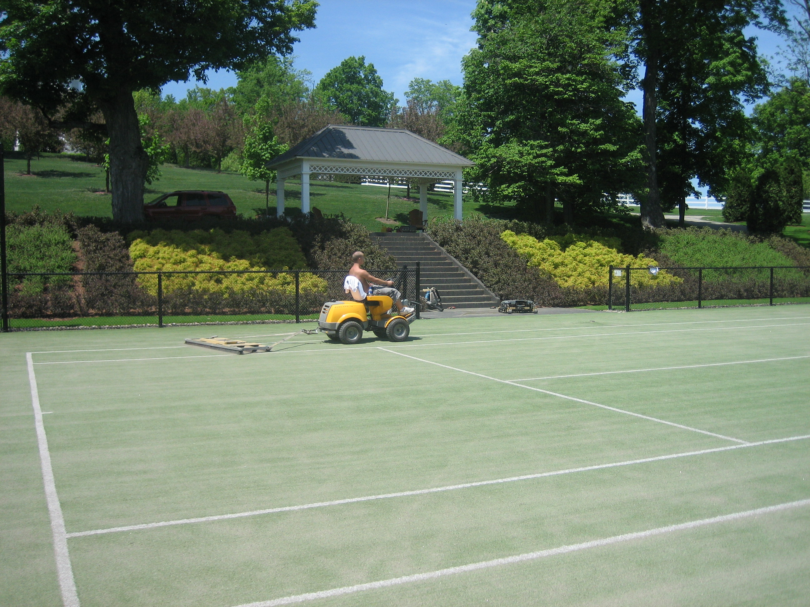 Cleaning tennis