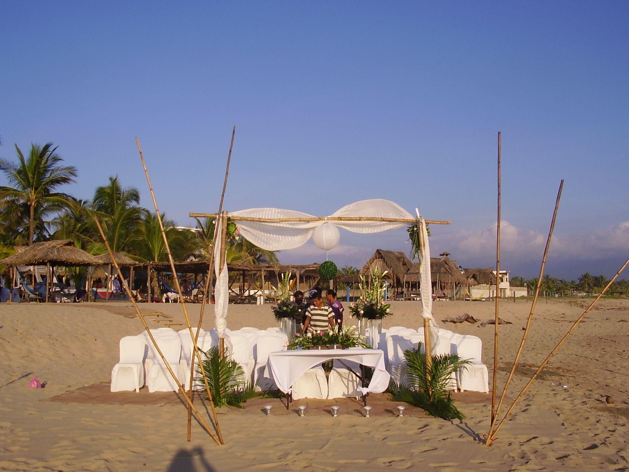 altar en la playa del Gilda