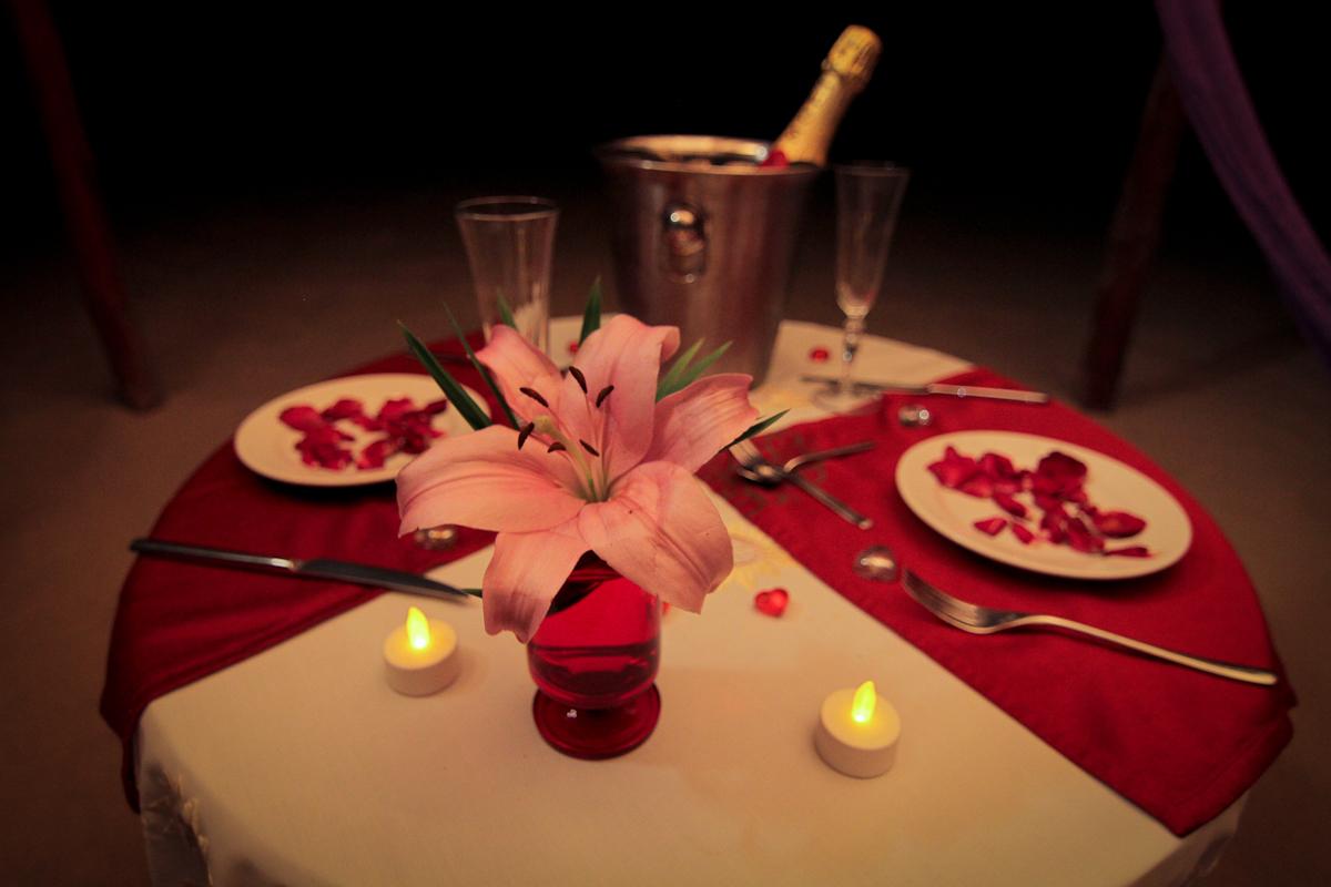 cena con champagne y langosta