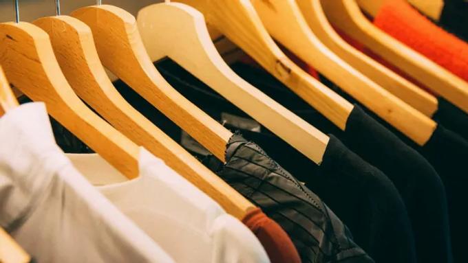 เสื้อยี่ห้อไหนดี | 7 อันดับ เสื้อผ้า ที่คนส่วนใหญ่สนใจ