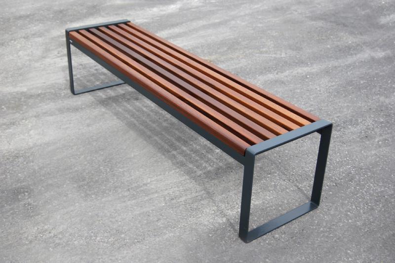 s22+bench.jpg