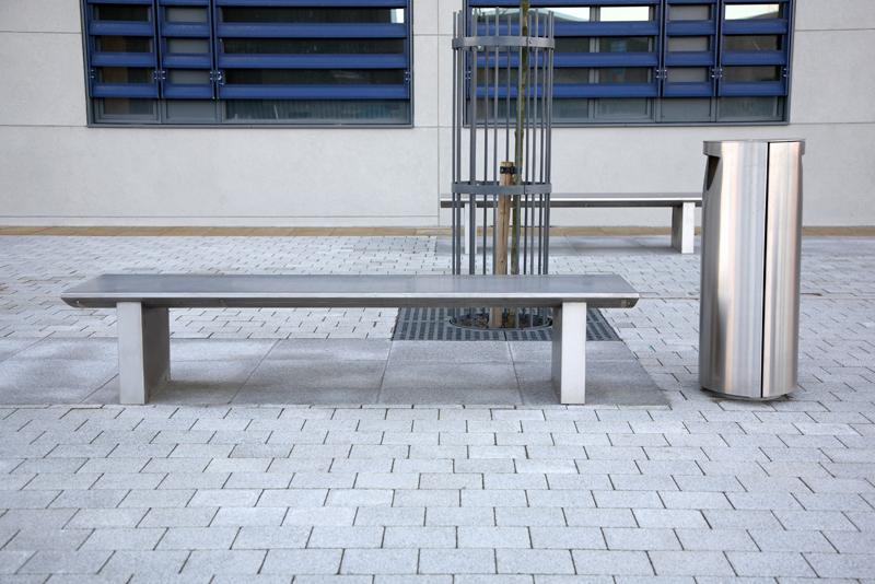 s32+stainless+steel+bench,+s11.3+litterbin+2.jpg