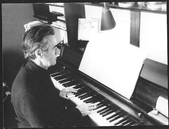Dragatakis - piano - 1980.jpg