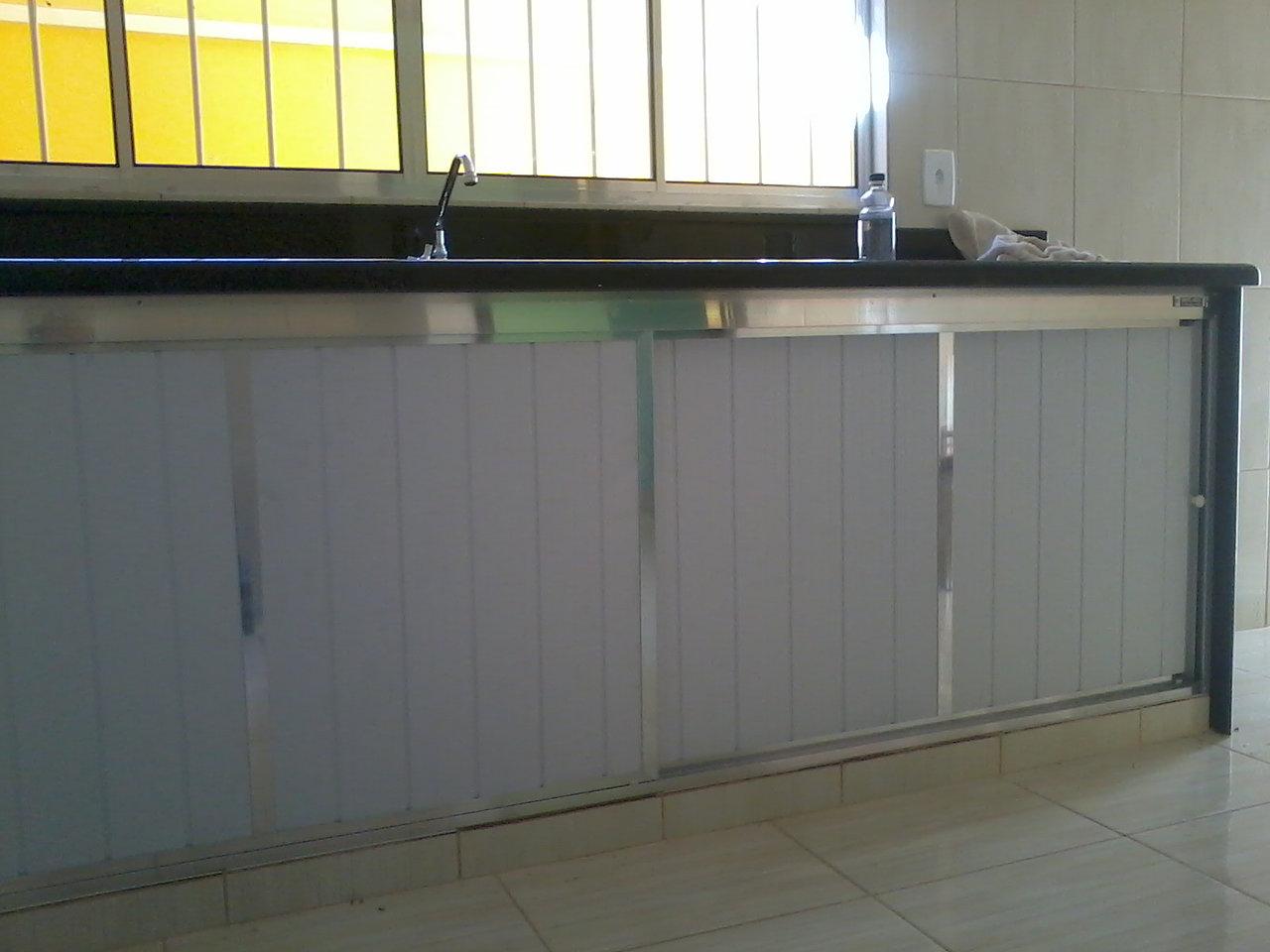 Gabinete em PVC e alumínio