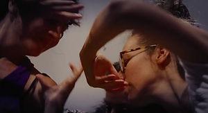Danse libre_Free dancing_Danza libre_Improvisation_Improvisación_Corps en mouvement_Cuerpos en movimiento_Bodies dancing_Mains_Hands_Manos_Expression corporelle_Bodily expression_Expresión corporal_Danse mouvement thérapie_Dance movement therapy_Danza movimiento terapia_Personnes qui dansent_people dancing_personas bailando