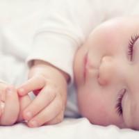 Manter o bebê na mesma posição pode causar alterações no crânio - Jornal O GLOBO.