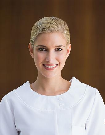 Blonde Esthéticienne Vue de face