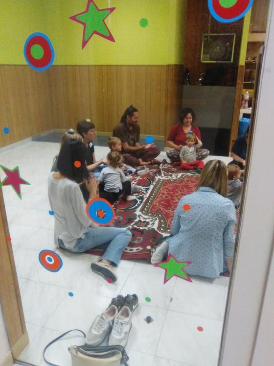 Primer dia del taller de música en família amb Judit Aloy