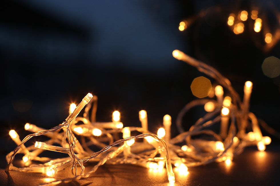 yellow-string-lights-754262.jpg