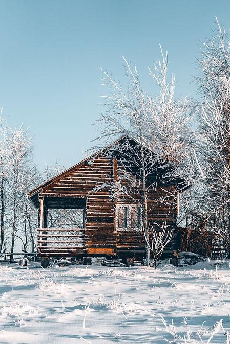 cabin snow good .jpg