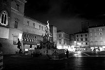 bologna-italy-plaza_edited.jpg