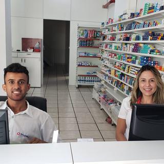 Setor de vendas, com funcionários excepcionais, Viviane e Abimael.
