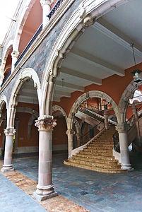 AGS Escalera_interior_del_Palacio_de_Gob