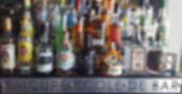 Présentation des rhum, rum et ron d'Epicure Ecole de Bar sur son arrière bar