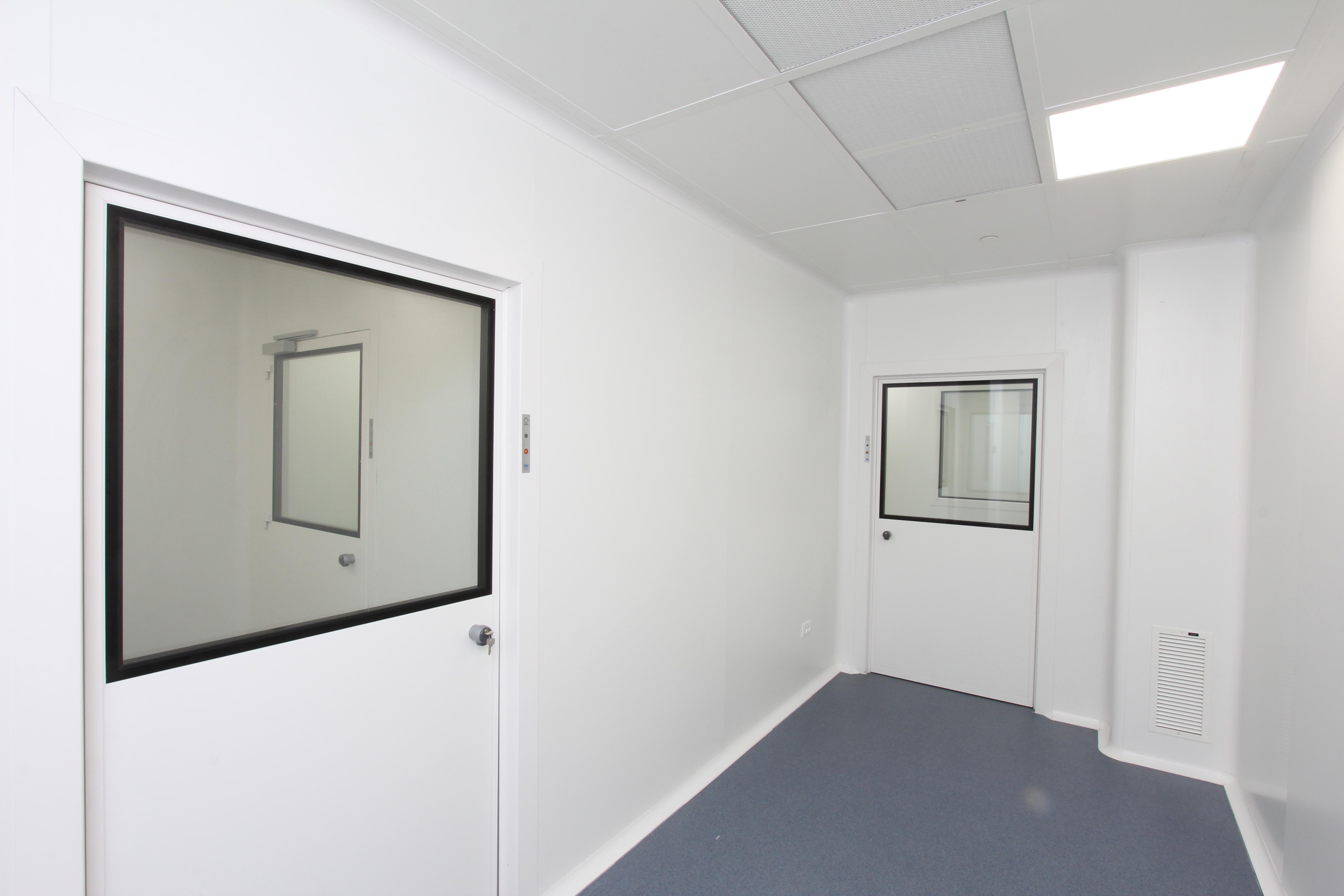 קאנאשור - מעבדות ייצור  חלון צפיה לחדרים נקיים