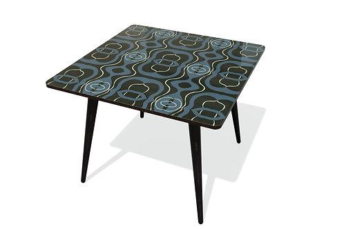 TABLE KARMA 22