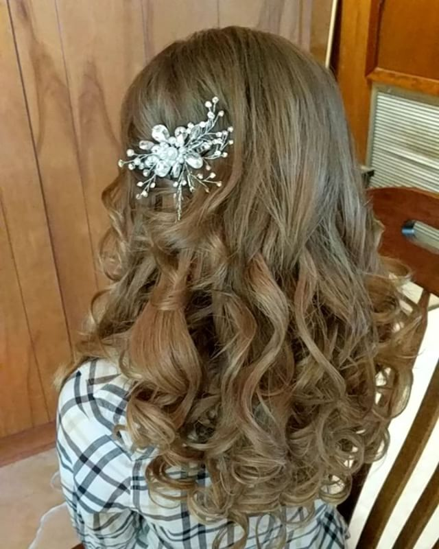 Look at her beautiful hair!!! Such a beautiful bride!! #hairbypaigeb #hair #bridalhair #bride #weddi