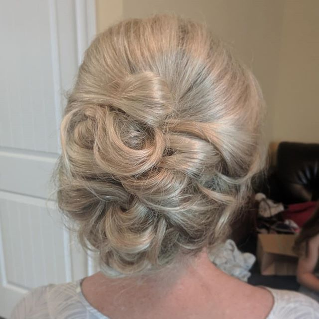 Such a gorgeous updo by _billiegilleon_