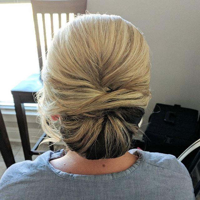 Love a classic bridal bun!!