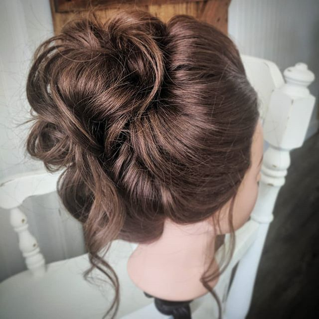 I love a high updo!! #apristinebeauty