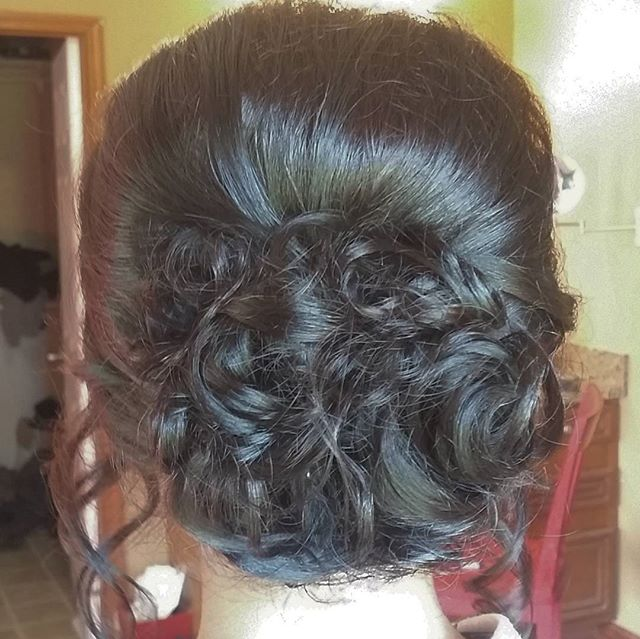 Maci went with a beautiful classic updo for her Senior Prom