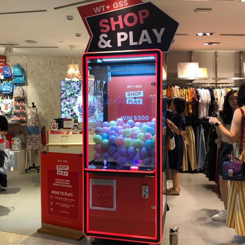 claw-machine-shop-play