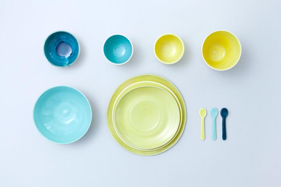NAJS. | Sada barevného porcelánu