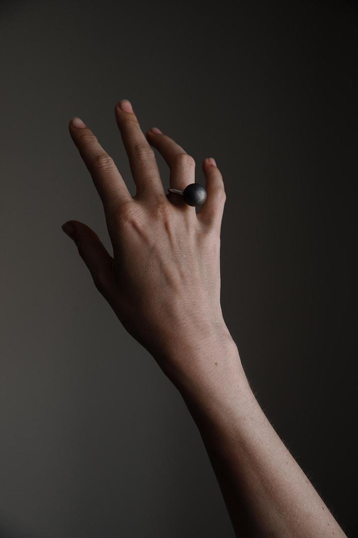 ADÉLA PEČLOVÁ   Prsten
