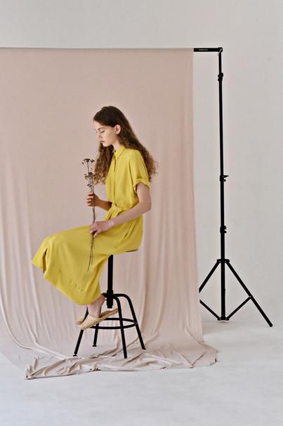 LUCIE KOMÁRKOVÁ  | Žluté košilové šaty