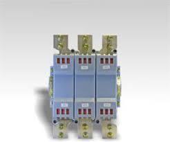 Contator tripolar  contatos  3P  corrente alta interrupção