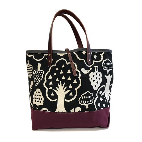 Squirrelly Tree Tote